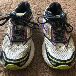 Brooks Ghost 7 Shoes.